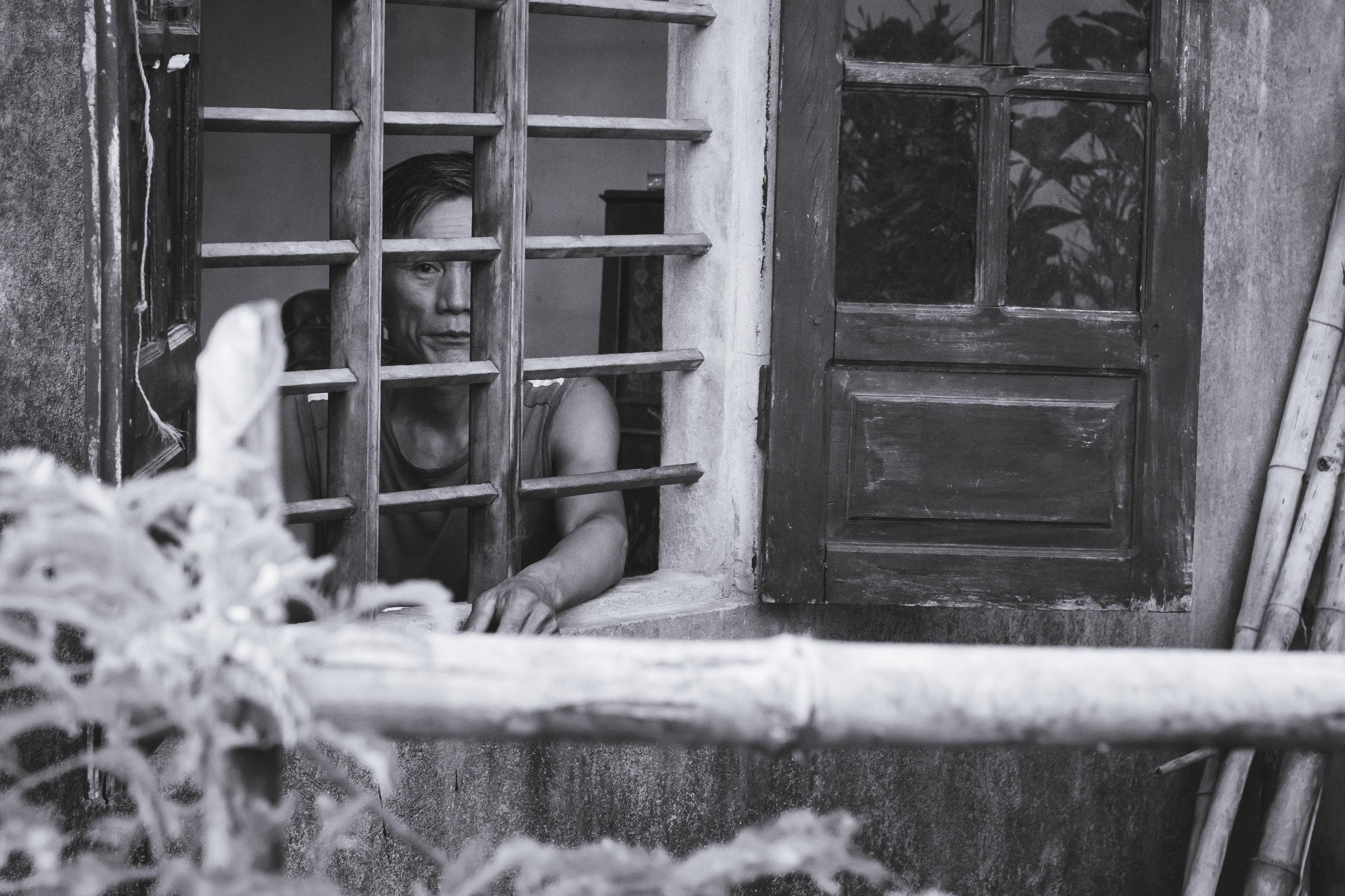 Vietnam-window-looker