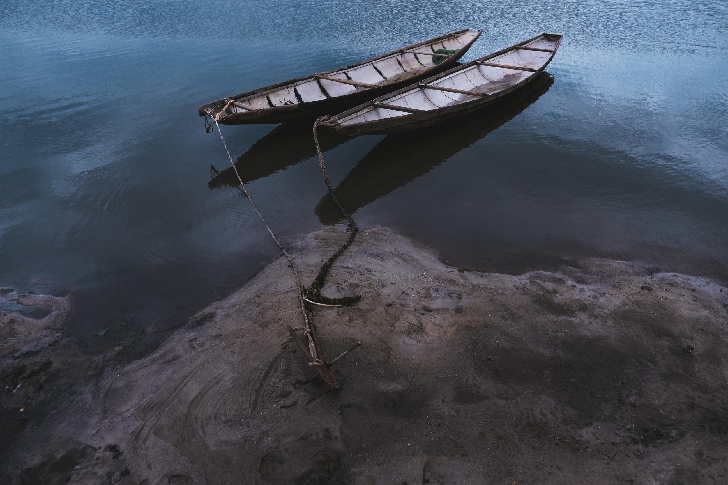 Vietnam-lagoon-boats