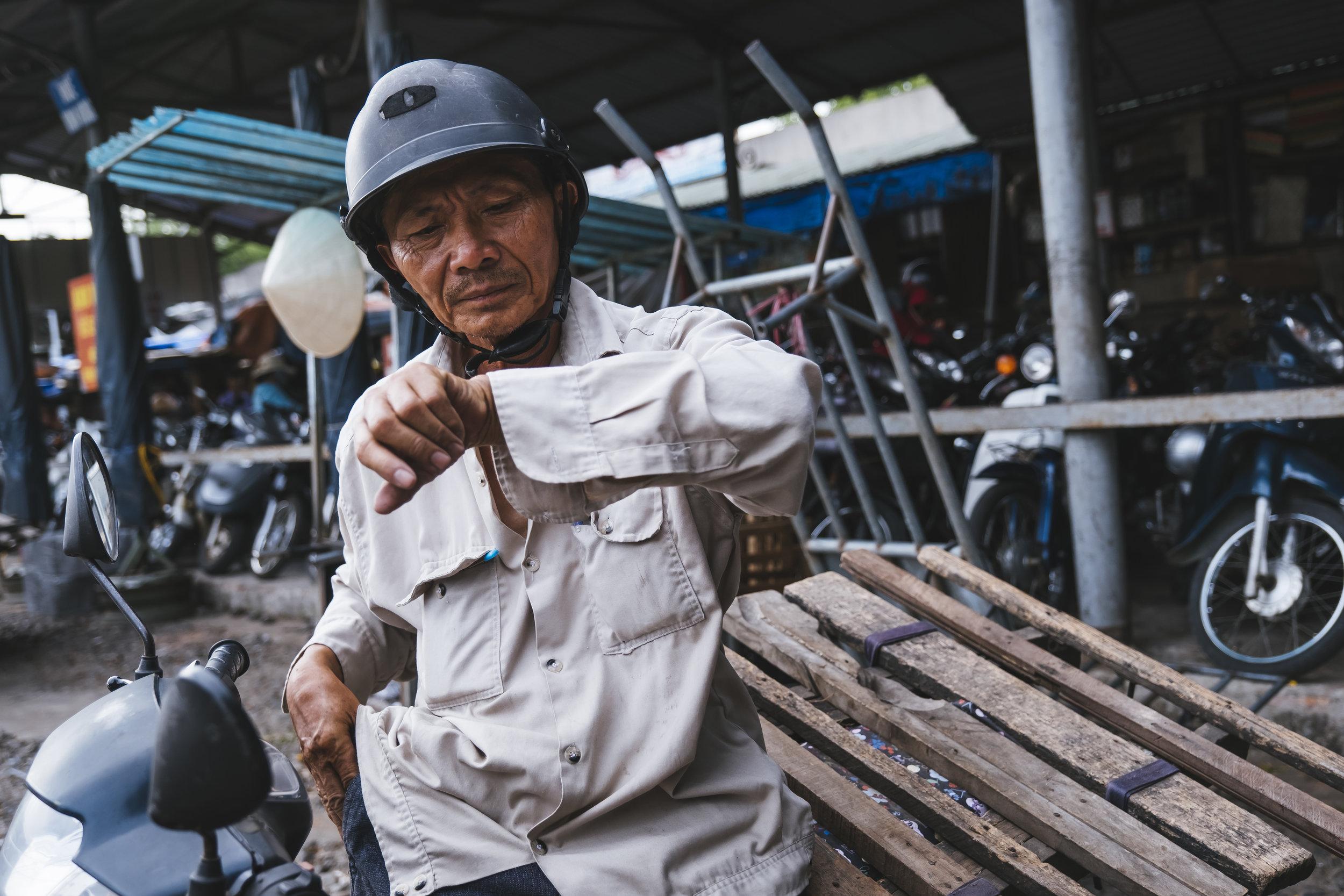 Vietnam-man-watch
