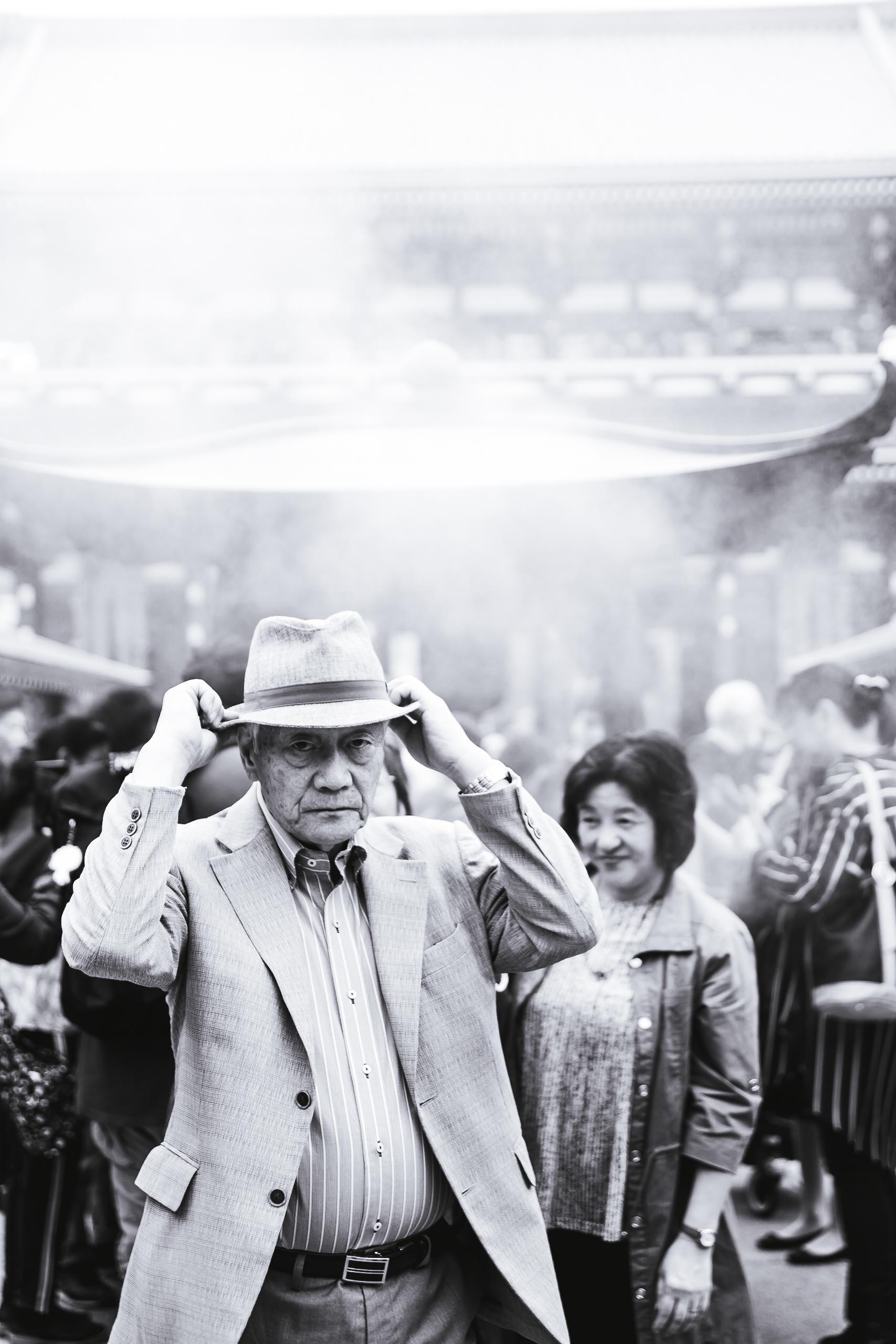 Sensoji-old-man.jpg