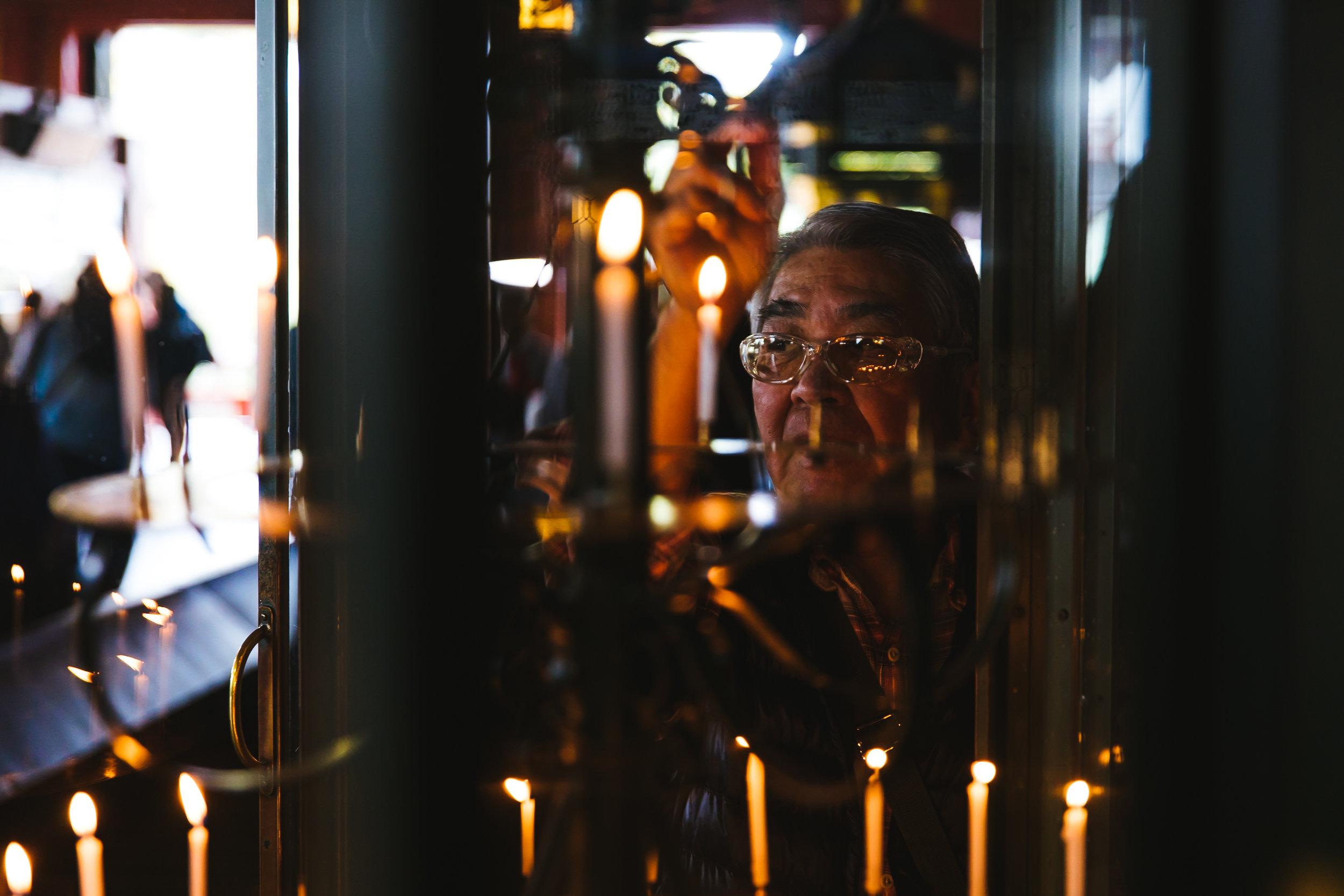 sensoji-candles.jpg