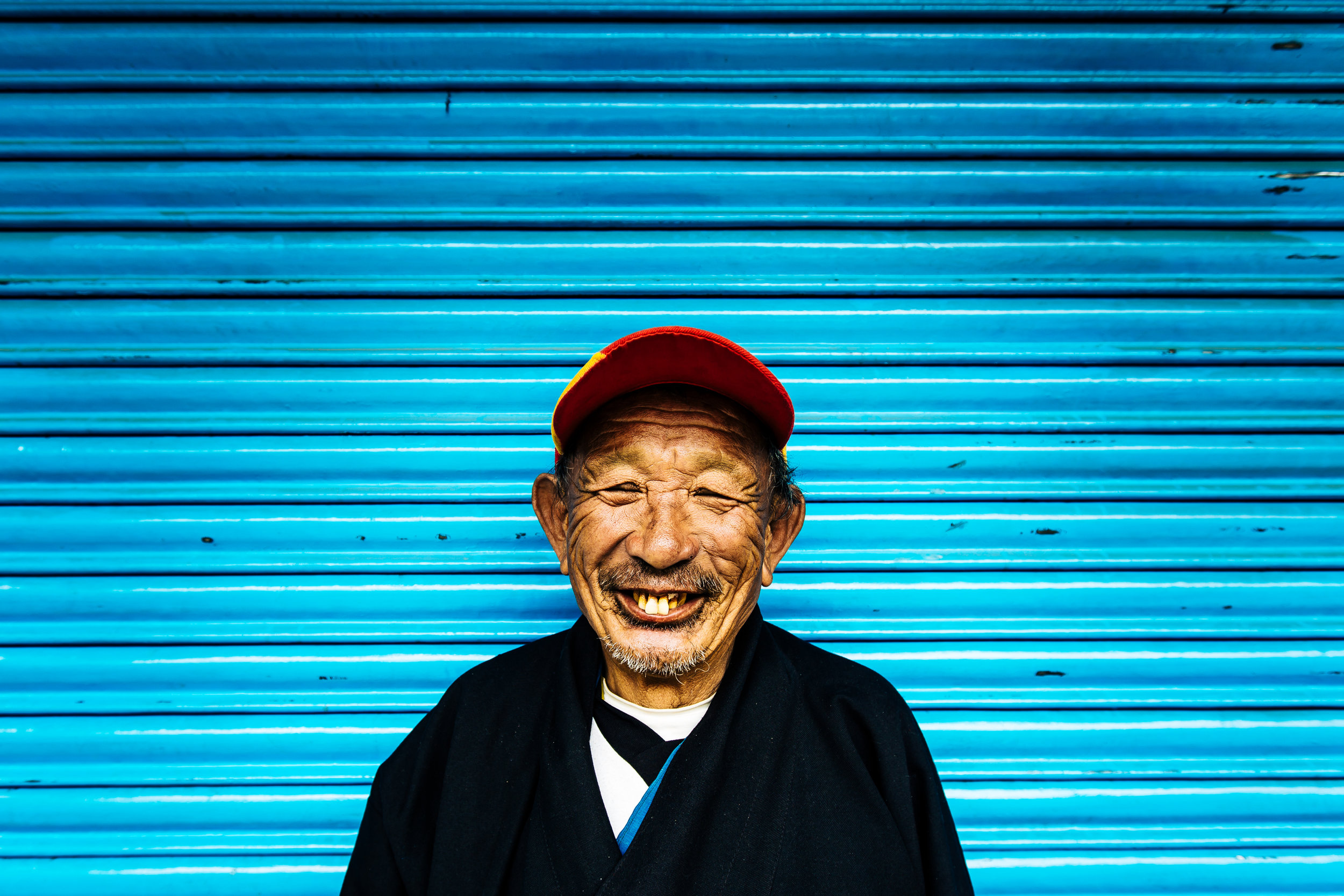 Bhutan-smiling-man (1 of 1).jpg