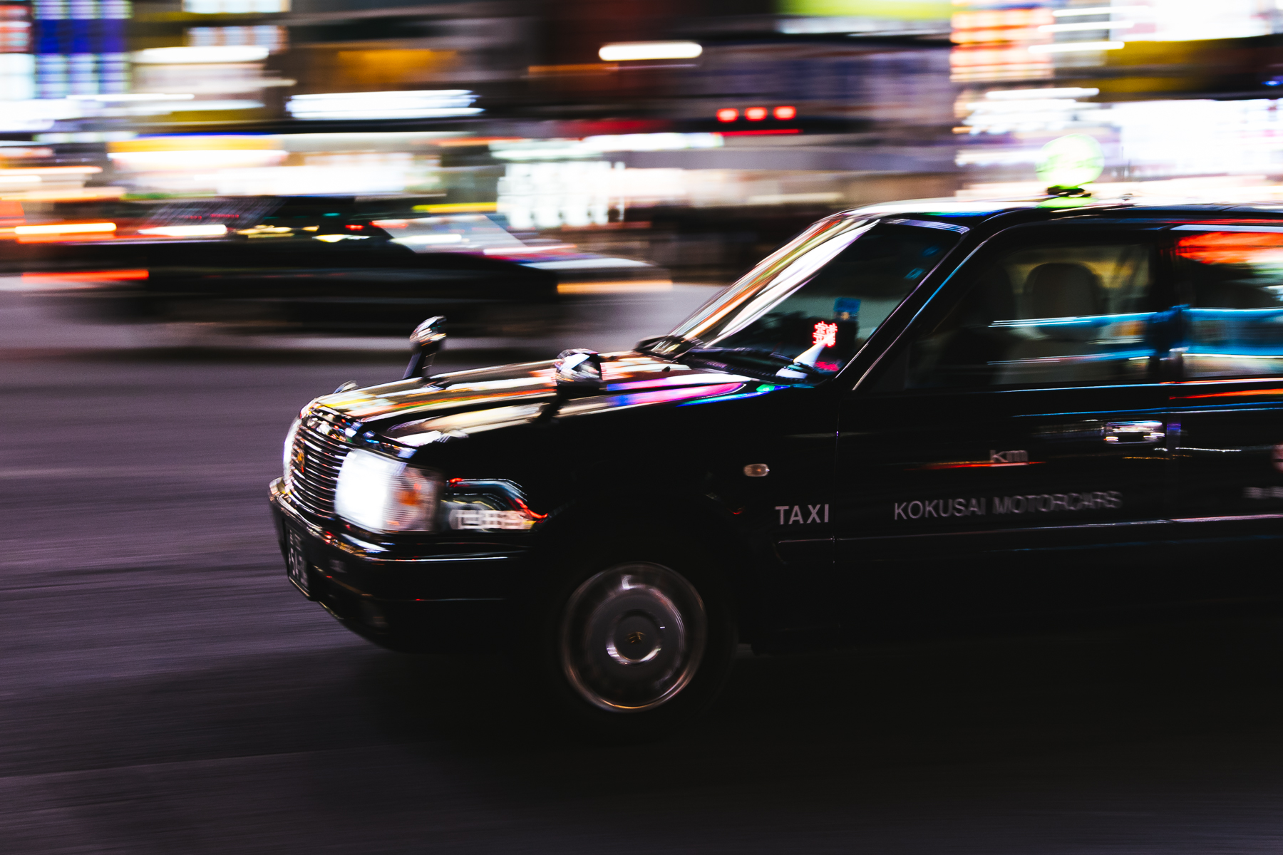 panning-tokyo-taxis.jpg