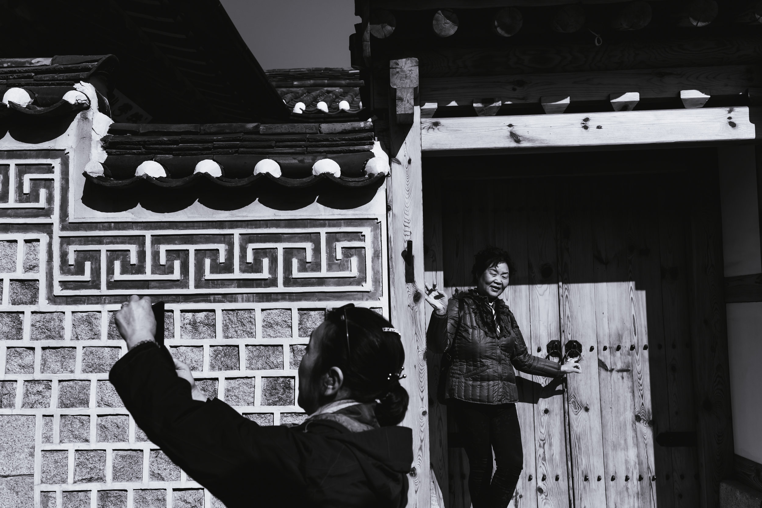 chinese-tourists-bukchon.jpg