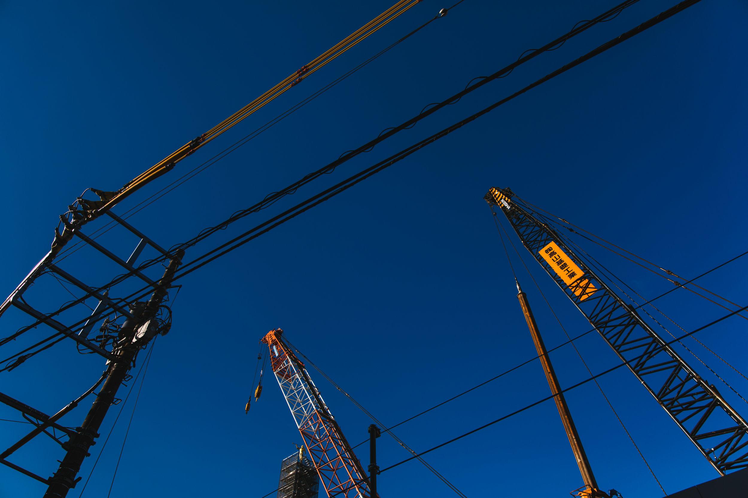 Tokyo-crane-construction.jpg