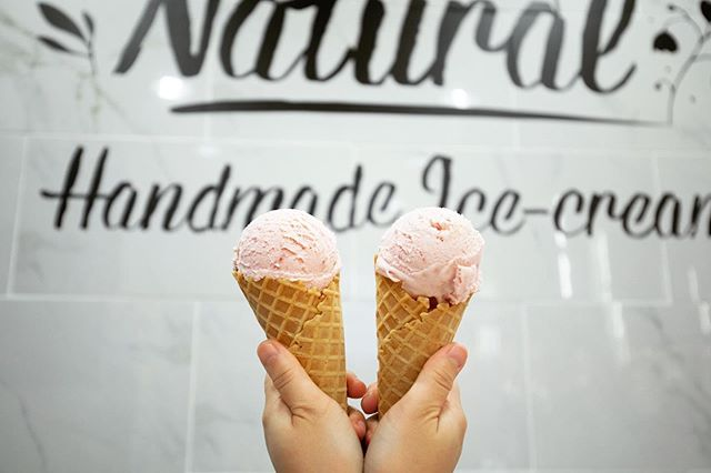 .Twinning in pink❤️What's better than a handmade scoop of Gelato?!#Handmade_Ice_cream#Customize_Happiness..