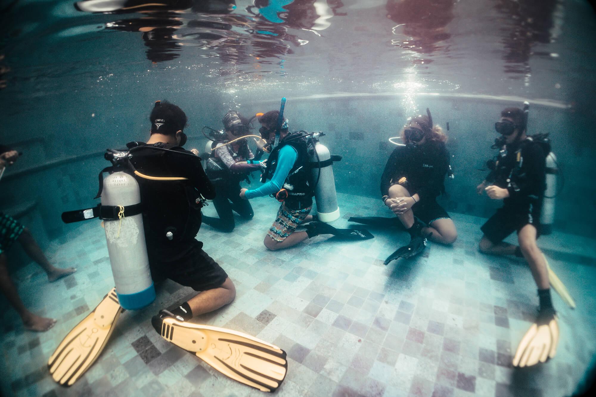 BlueCornerDive_Bali_IDC_Bahasa_DivingSkills_2000px.jpg