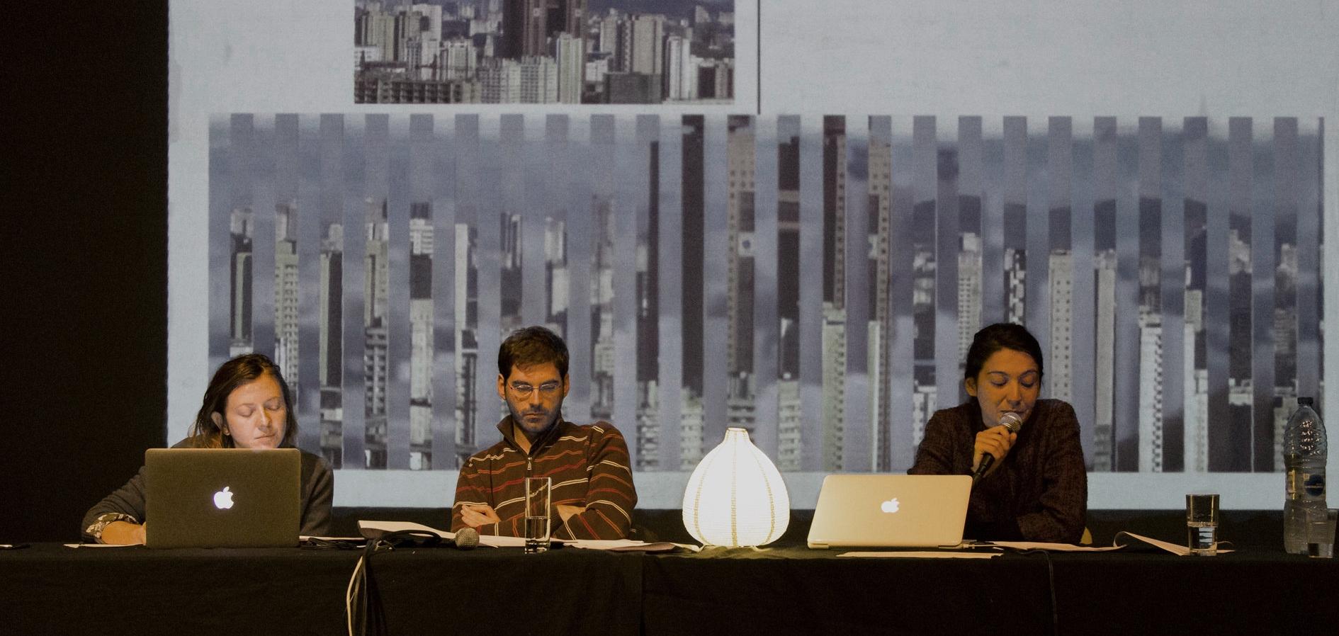 - avecLéa Rogliano, auteureQuentin Noirfalisse, journaliste d'investigationCarlotta Origoni, graphiste