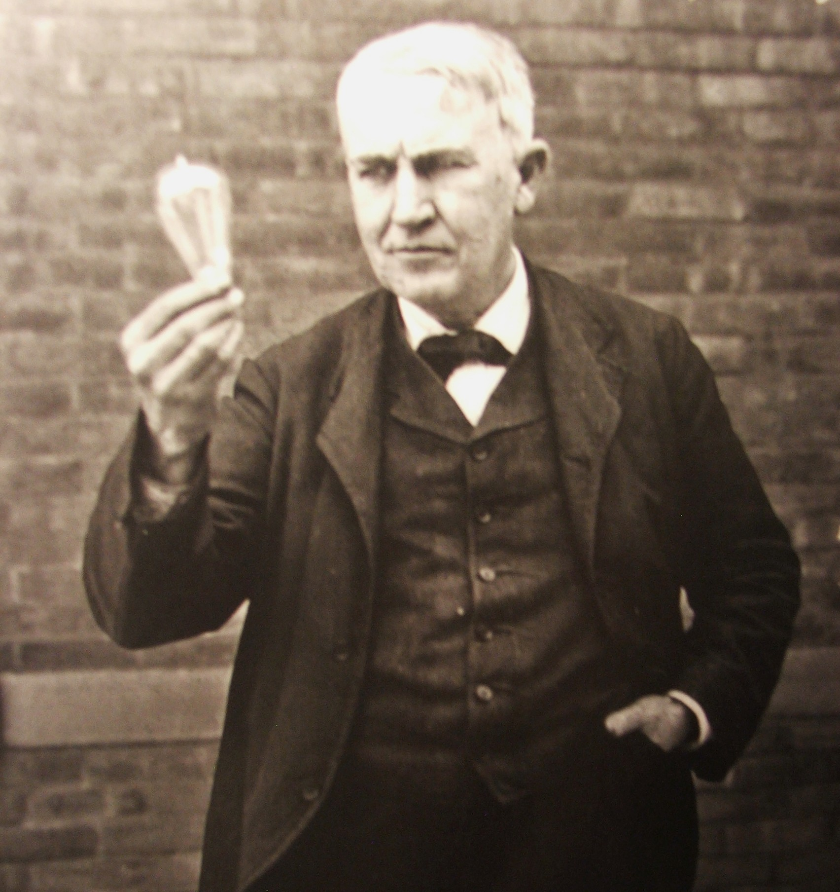thomas edison lighting design.jpg