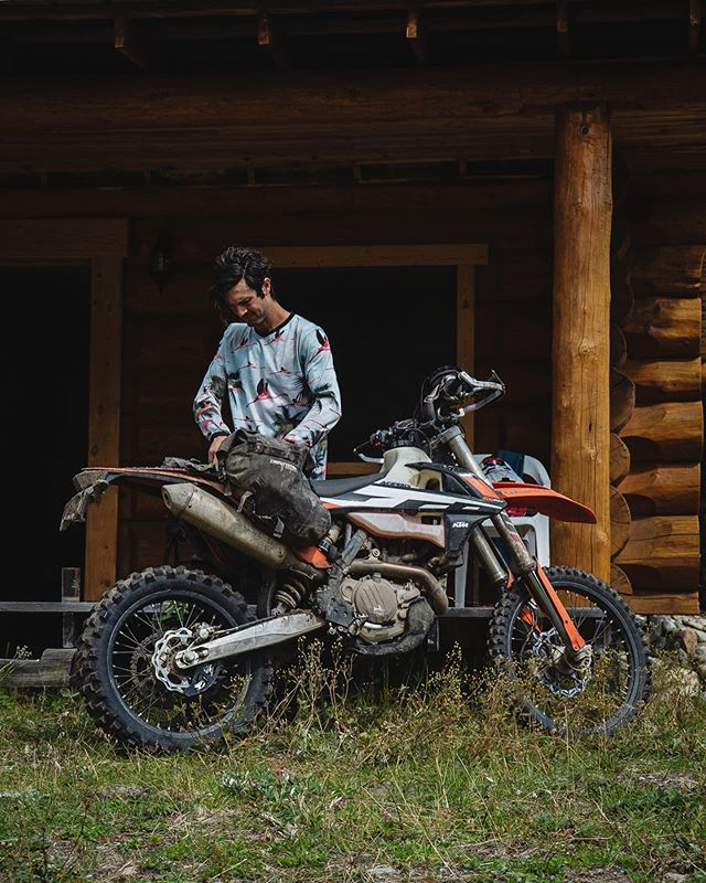 The 500 excf has been a blast this summer and proven to be the ultimate enduro adventure bike. It's been so fun to pack the bags and leave from home bound for fast logging roads, technical single track and multi day adventures. And summer ain't over.  @enduristan @revit_adventure  #ktm500exc #chilcotins #adventure #blizzard #enduristan #upshift_online #explorebc #dualsport #enduro #onwdualsport