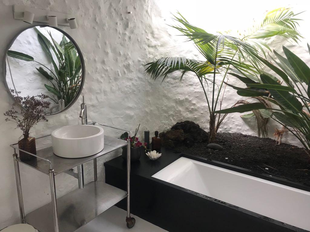 MarieKondo-konmarimethod-sparkjoy-bathroom-london.jpg