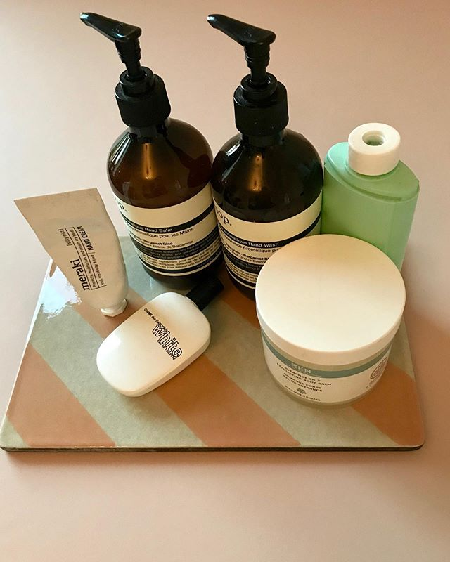Client is loving this little tray for her bathtub products. It's an instant tidy fix plus it's the little personal touches that adds charm and character to your home. Here we chose a lava stone from @fileunderpop  @mariekondo . . . . . . #styling #worthwhileme #professionalorganiser #organized #mariekondo #konmari #konmari_cph #konmari_london #interior #stylist #home #bathroom
