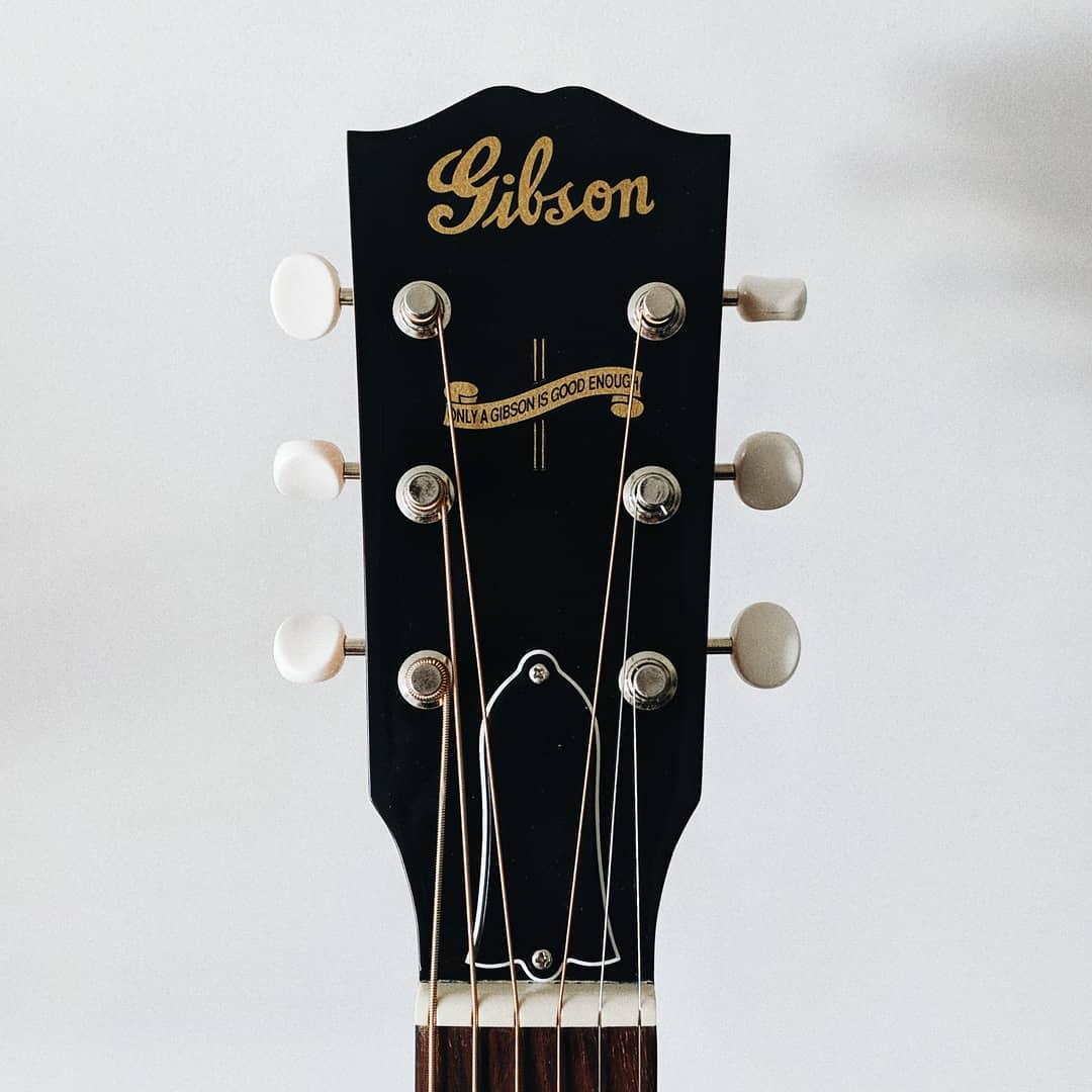 Gibson J-35 -