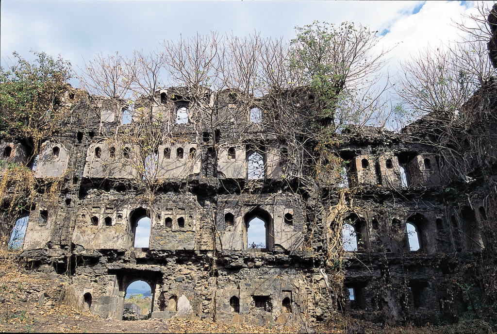Ruins inside the majestic Janjira Fort (source: www.outlookindia.com)