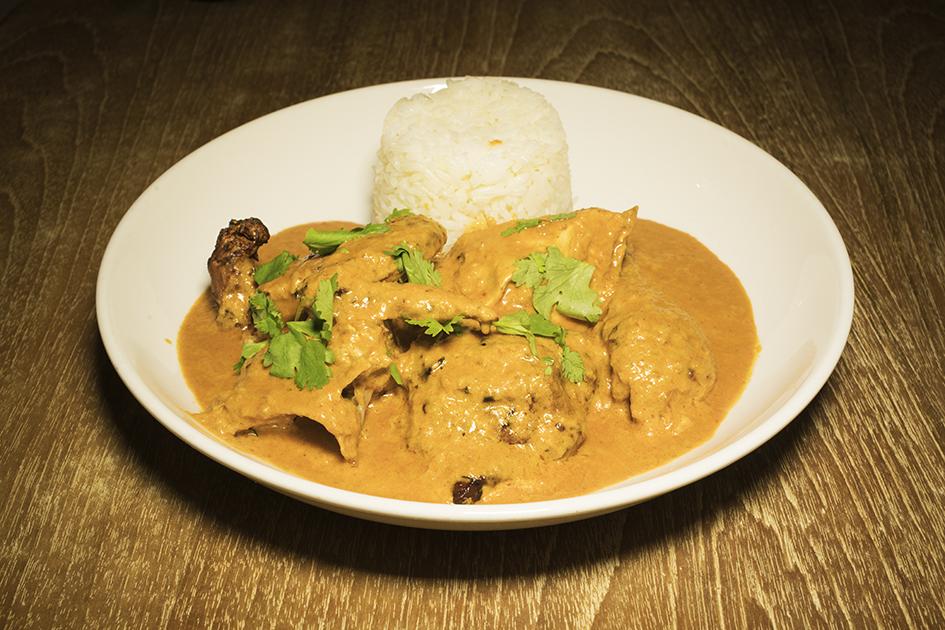 Roast Chicken African Style. 烤非洲雞配白飯(用蒜頭,洋蔥,辣椒,椰奶醃製)