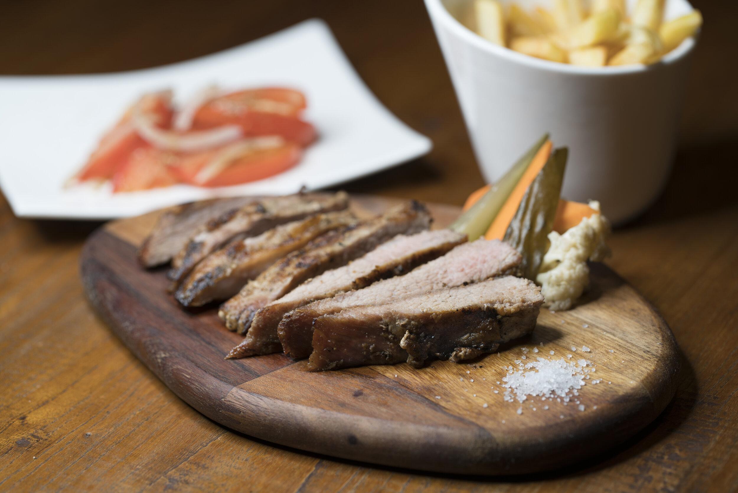 NEW DISH |  Grilled Iberico Pork Shoulder. 燒黑毛豬肩胛.  NOVO PRATO |  Secretos de Porco Preto.