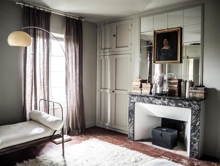 camellas-lloret-maison-d'hotes-room-3-fireplace.jpg