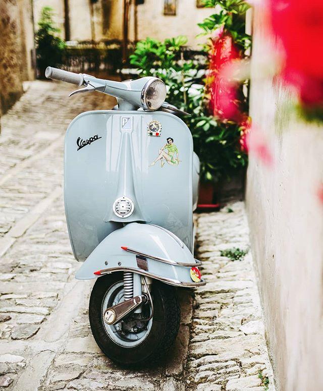 Nos vamos a Italia.con Majo @mercado_decoracion ? La bella Roma y La Toscana nos esperan para descubrirlas bajo la mirada de Majo... . Toda la info de este viaje alucinante diseñado para inspirarnos entrando al LINK EN BIO! . En septiembre nos vamos! . #italy #italiaMagica #viajesinspiradores #miradadeviajarinspira #viajar #travelBlog #travel #experienciasInspiradoras #moto