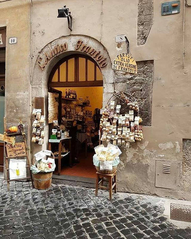 """ITALIA MAGICA ¿vamos a Italia? toda la INFO completa de nuestro viaje entrando al LINK EN NUESTRA BIO . Con Majo de @mercado_decoracion , instagramer, amiga y colaboradora de lujo te invitamos en septiembre a vivir una experiencia única, Roma, Florencia y La Toscana en hoteles """"luxury"""" con planes para disfrutar de la magia de Italia desde planes diseñados a medida! . #viajarinspira #italy #latoscana #miradaDeViajarInspira #colaboradorasDeViajarInspira #europe #luxuryexperience #travelblog #blogdeviajes #viajar"""