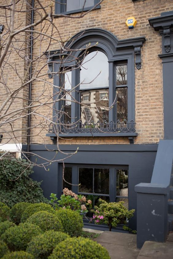 How to transform your white UPVC windows to gorgeous dark on trend for less than £50! - Get the look as seen here at the breathtakingly beautiful London home of designer Abigail Ahern.
