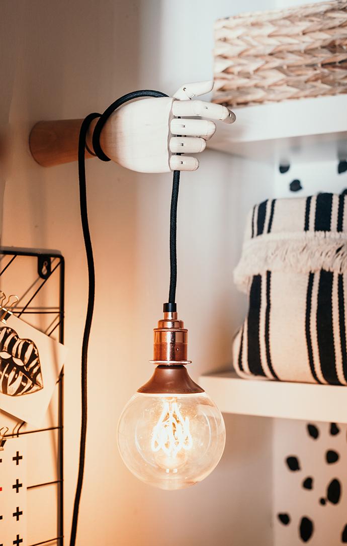 DIY - hand wall light holder