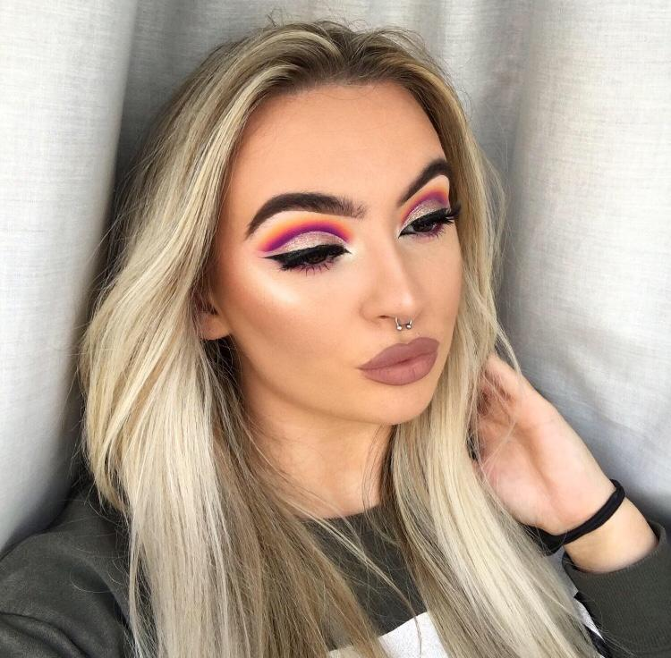 Beth Allan -Instagram make up teacher