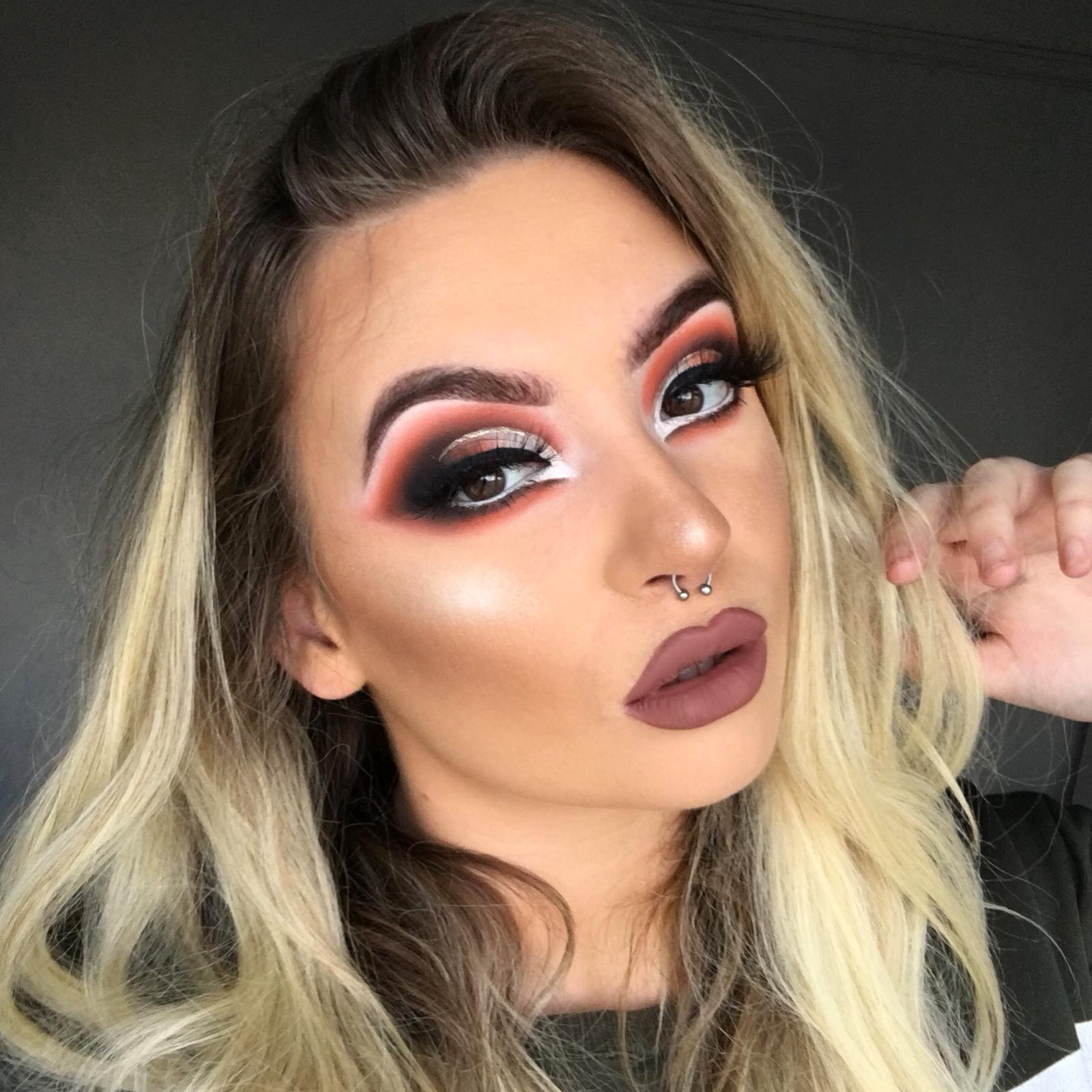Beth Allen - Instagram MUA - Beths is an excellent Instagram and heavy glam make up artist who's teaching approach is very detailed and thorough , she loves all things make up and loves sharing all her skills and techniques with students wanting to perfect all there make up skills.