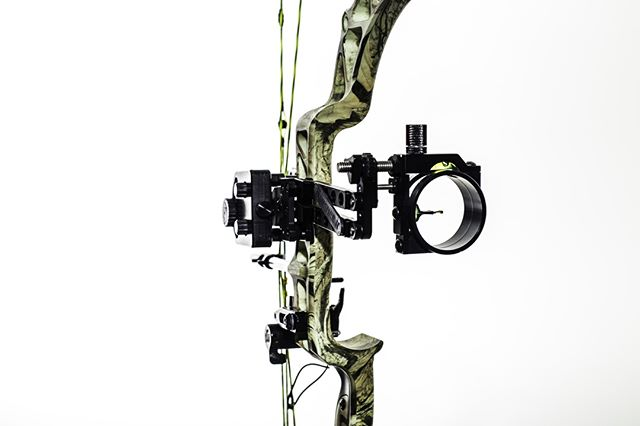 007 shoots to kill. So do we. Ditch the peep sight with the Banshee II dual arm technology. Because the perfect shot is the only option.