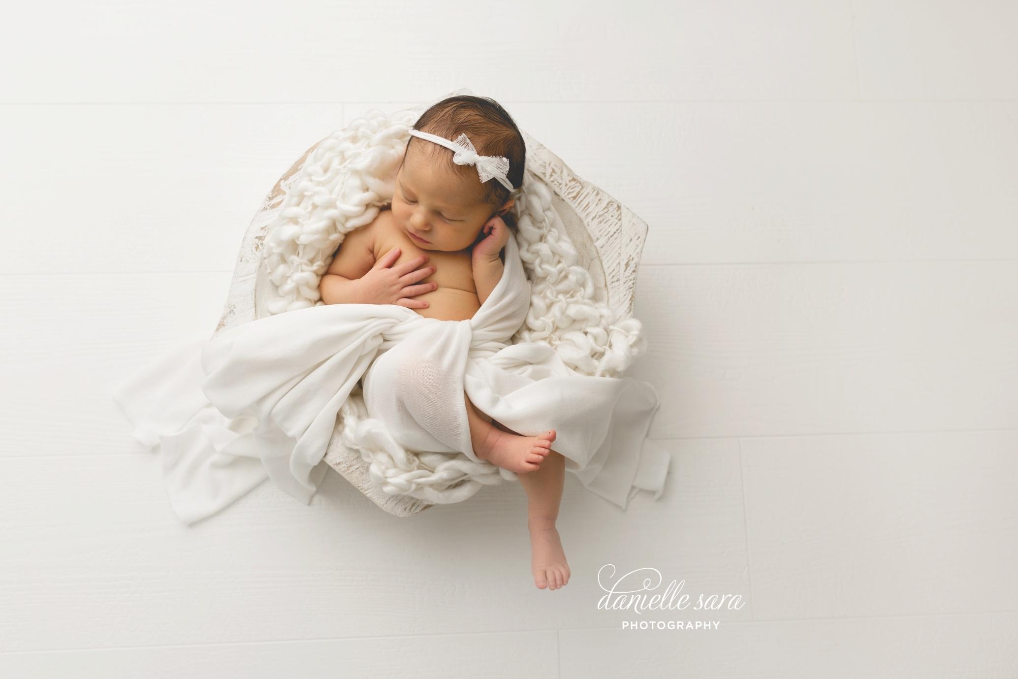 newbornbabygirlphotographymaryland_0006(pp_w899_h599).jpg