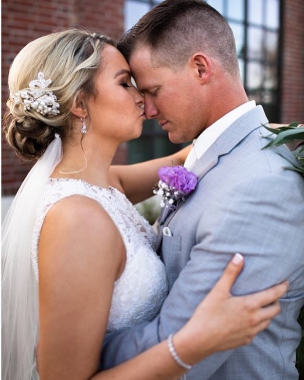 Had the honor of tanning both Bride & GROOM for their special day. He was so nervous and was shocked when he wasn't orange.(he had me in tears with laughter.) He low key LOVED it. 🤣 GUYS, your skin is just as important to take care of-stay out of the sun & get color in the most healthy way! ✨ | bride: @halesxoxox | | 📷: @tashabraniffphotography & @sarahshambaughphoto |