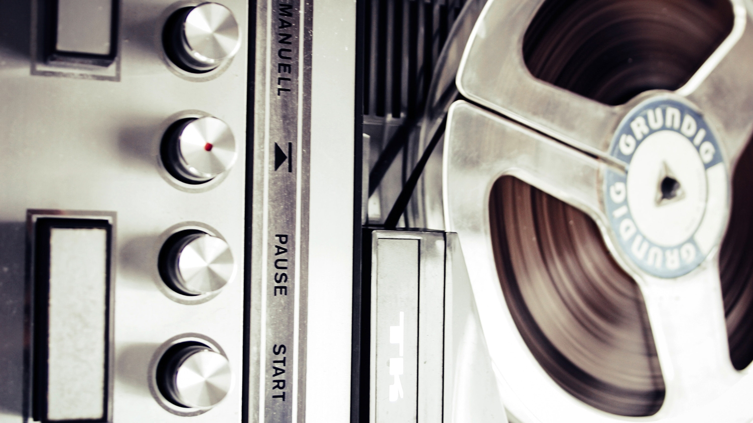old-record-player-recorder-92066.jpg