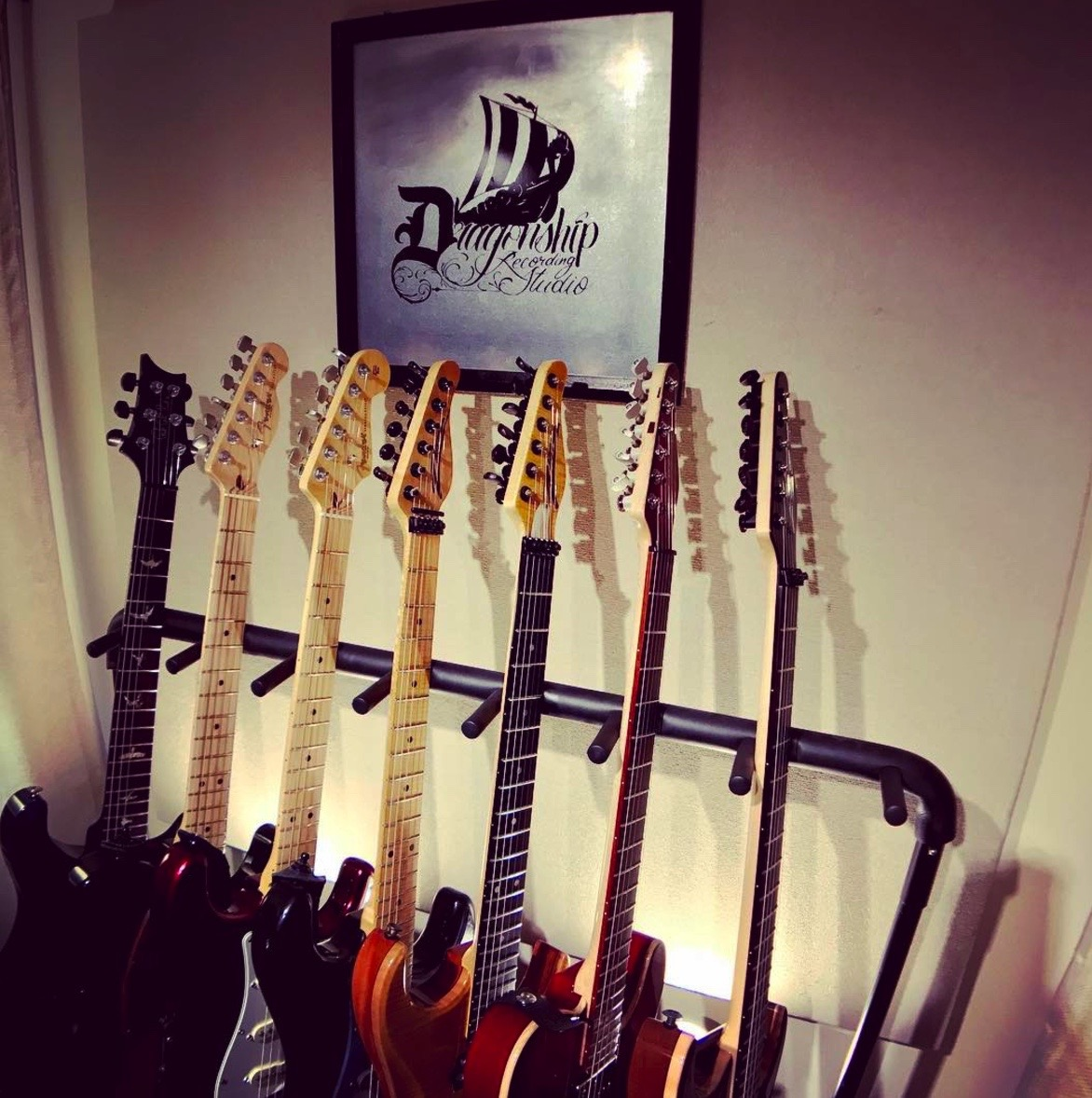 Electric Guitars & Basses - D'Angelico EX-DCFender American Standard TelecasterFender American Standard StratocasterGibson SG Dot (1999)Gibson Les Paul Standard (2004)Gibson Les Paul Custom '57 R7 Reissue (2001)Gibson Les Paul 50s Tribute (2011)Gibson ES-335 Custom '62 Reissue (2015)Paul Reed Smith McCarty HB II (1999)Zion Radicaster (1991)Zion Classic (2006)Zion Classic 24 (2015)Zion Ninety Thin-Line TelecasterFender American Standard Jazz BassIbanez Premium 5-String Bass