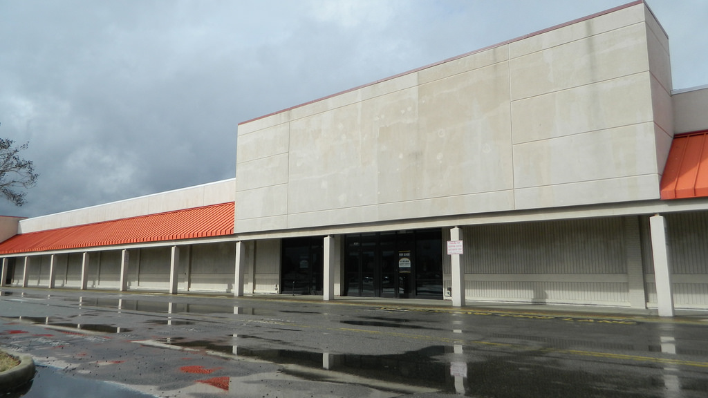 Abandoned storefronts are becoming increasingly common across the nation.  Source: RetailByRyan95, Flickr