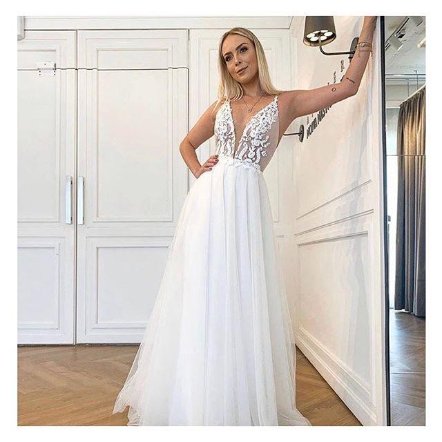 Modelo Alice na querida  @tata!  Vestido maravilhoso para um casamento do no campo, na praia ou mini-wedding! Leve, Chic, lindo! #noivanasnuvens um atelier para #noivasreais