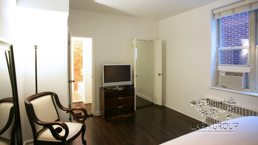 Upper East 1BR Spacious Furnished 11.jpg