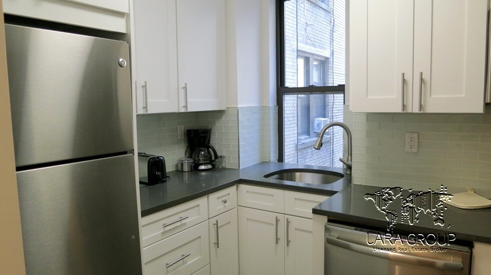Midtown West Modern Furnished 3 BR 7.jpg