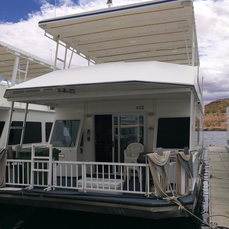 4 Bedroom Houseboat - Docked