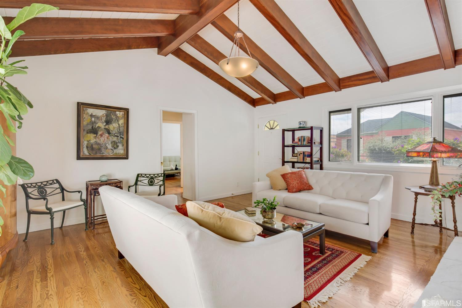 576 Los Palmos - Westwood HighlandsSold for $1,110,000