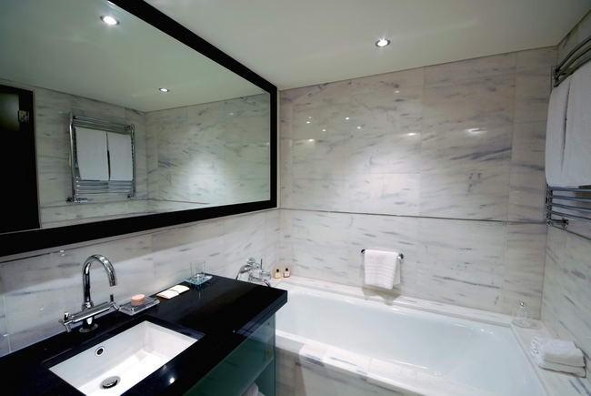 bathroom14-e3fe6d51b6.jpg