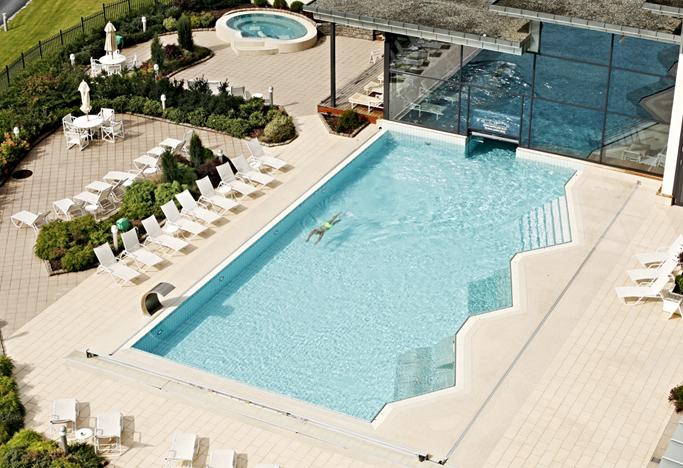 37 Swimming pool outdoor.jpg