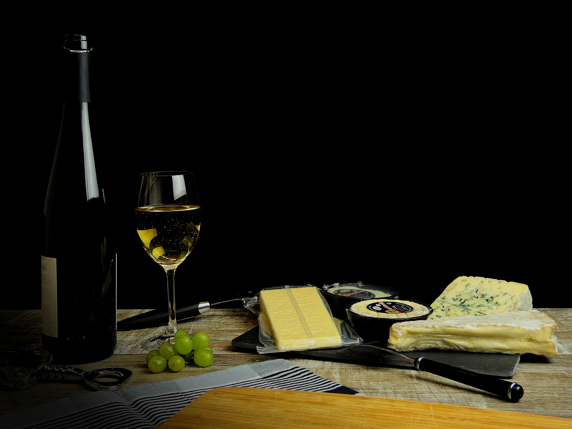 Wine and Cheese - We host a bi-annual Wine and Cheese event that provides an opportunity for students to meet their professors and professionals in a more casual manner and to learn more about the field of psychology. The Psychology Students' Association would like to invite all students, professors, alum, and friends on Wednesday, November 7 from 5-7pm in FSS4004. Light snacks and drink tickets will be provided!