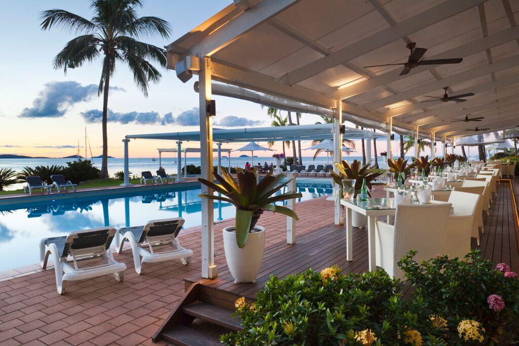 Clipper Restaurant & Lounge - Coral Sea Resort