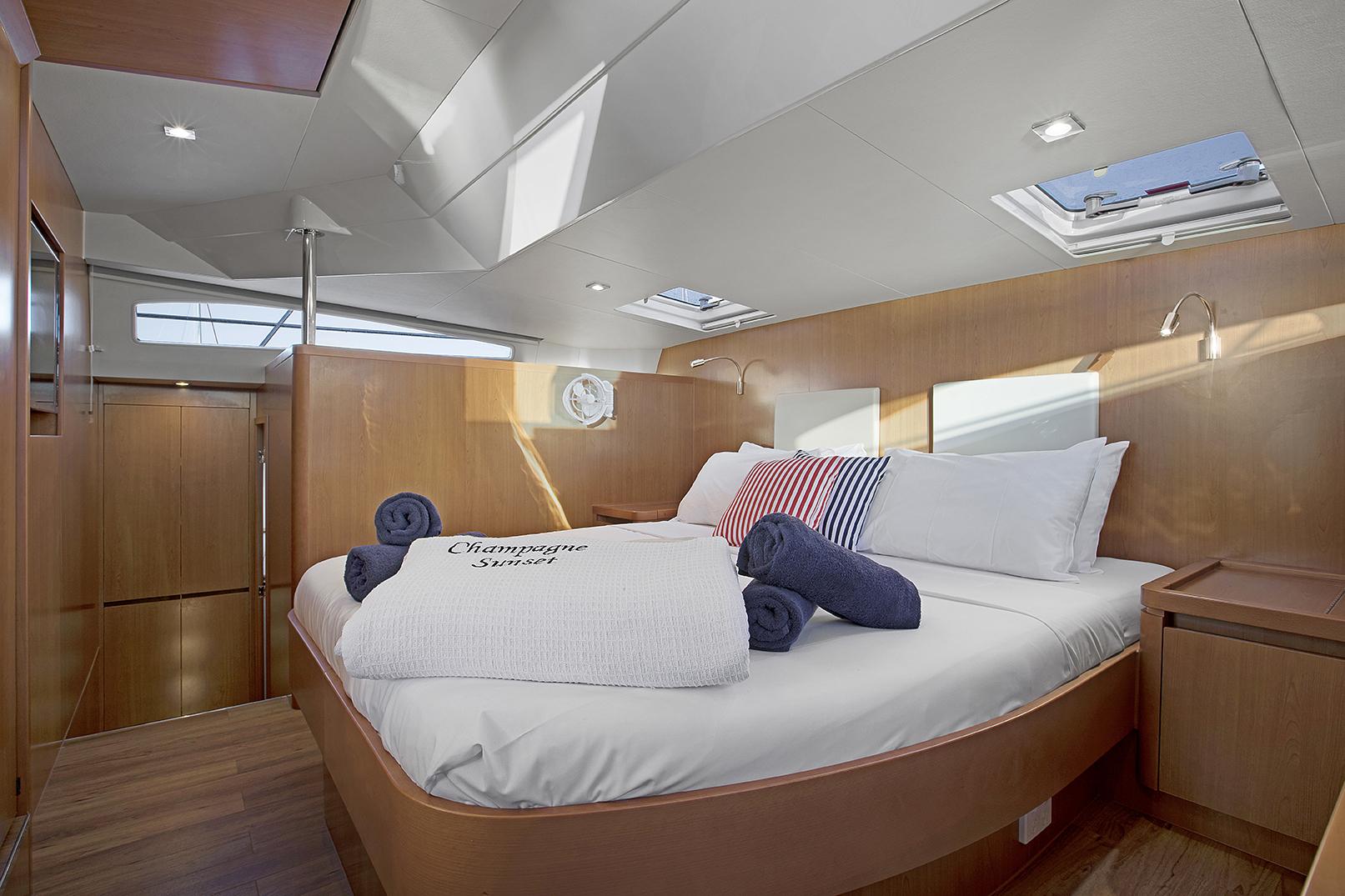 Champagne Sunset Stateroom, Aquila 44 - Luxury Yachts Whitsundays
