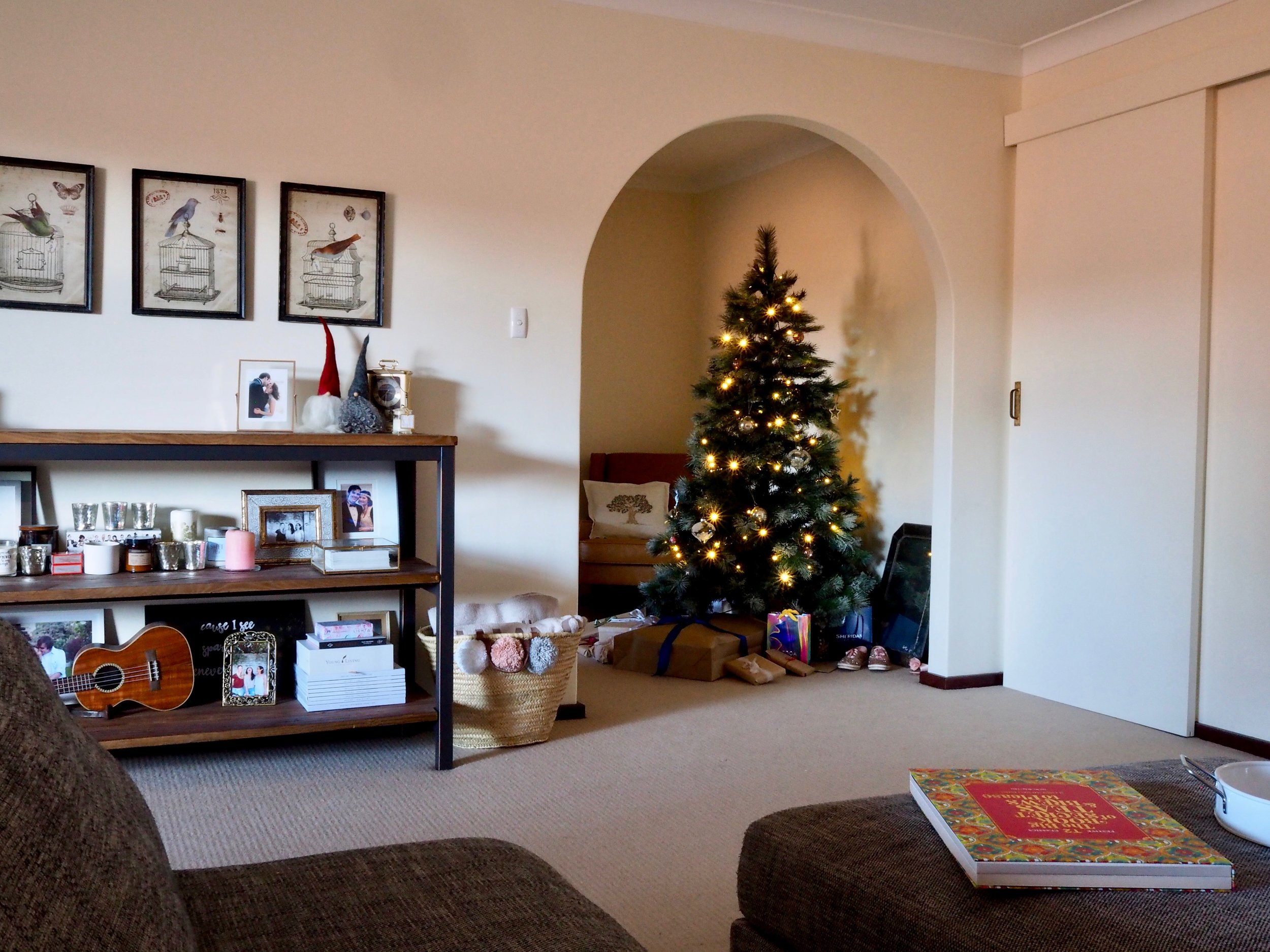 Simple Christmas Decor Ideas And Tips For A Small Apartment Lauren Natalia