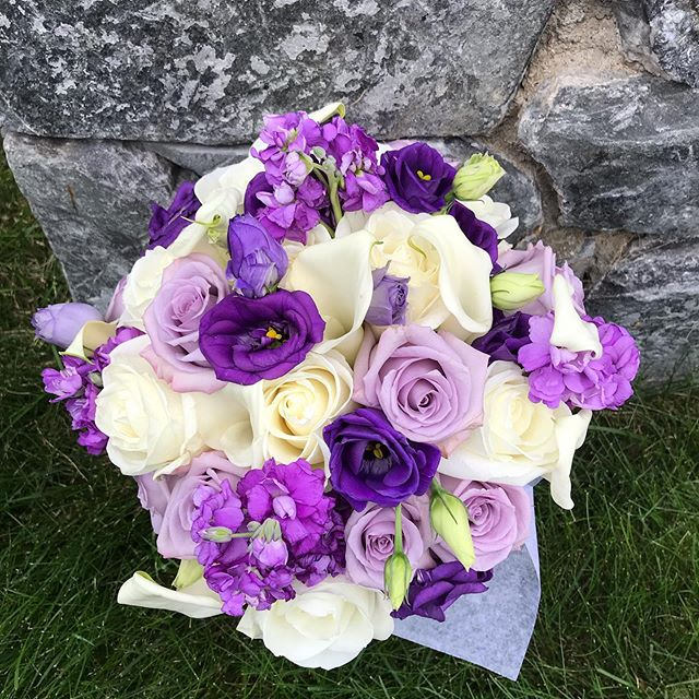 Today's bridal bouquet.  #roses #lisianthus #callalily