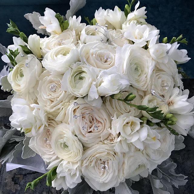 All white bridal bouquet. #weddingseason2019 #bridalbouquet #instaflorist #floraldesigner #instaflowerpics