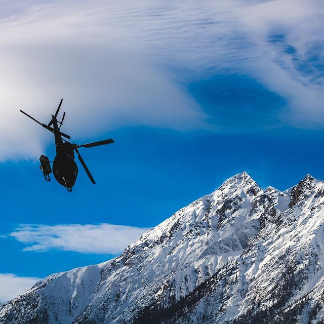 Sky clear today at #GCHbestdayever #bluebird #bluesky #heliskiing #helicopter #heli #mountains #snow #naturephotography #canoncanada #canonphotography