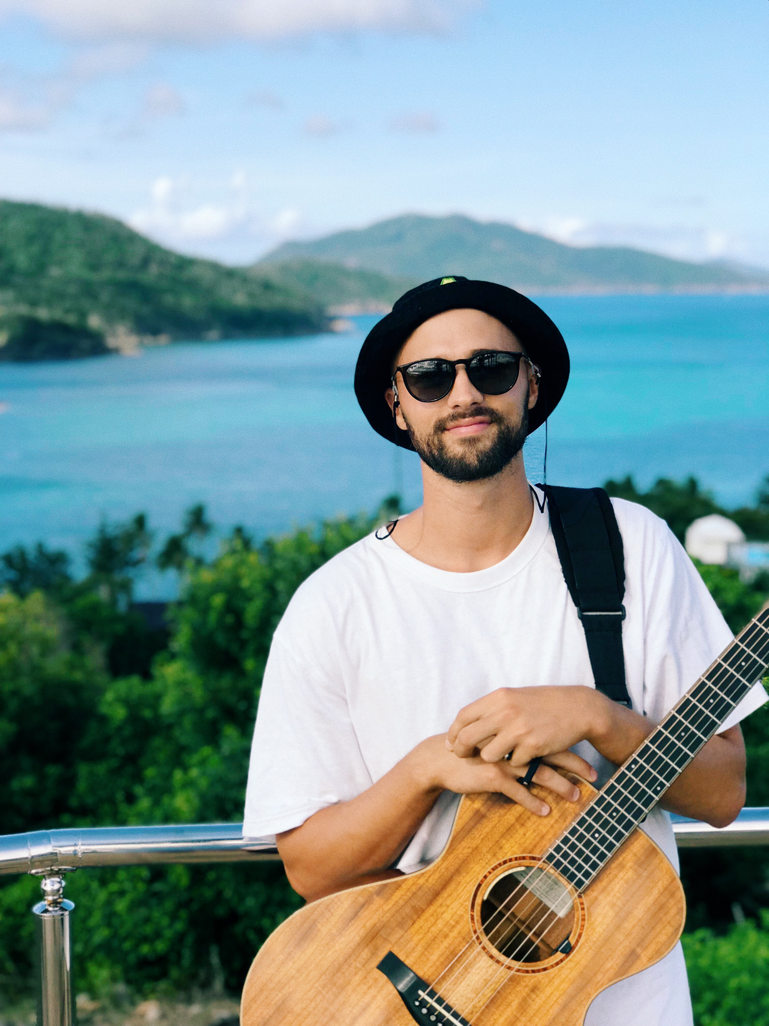 crotti-mark-crotti-hamilton-island-one-tree-hill-acoustic-live-music-march-2019.png