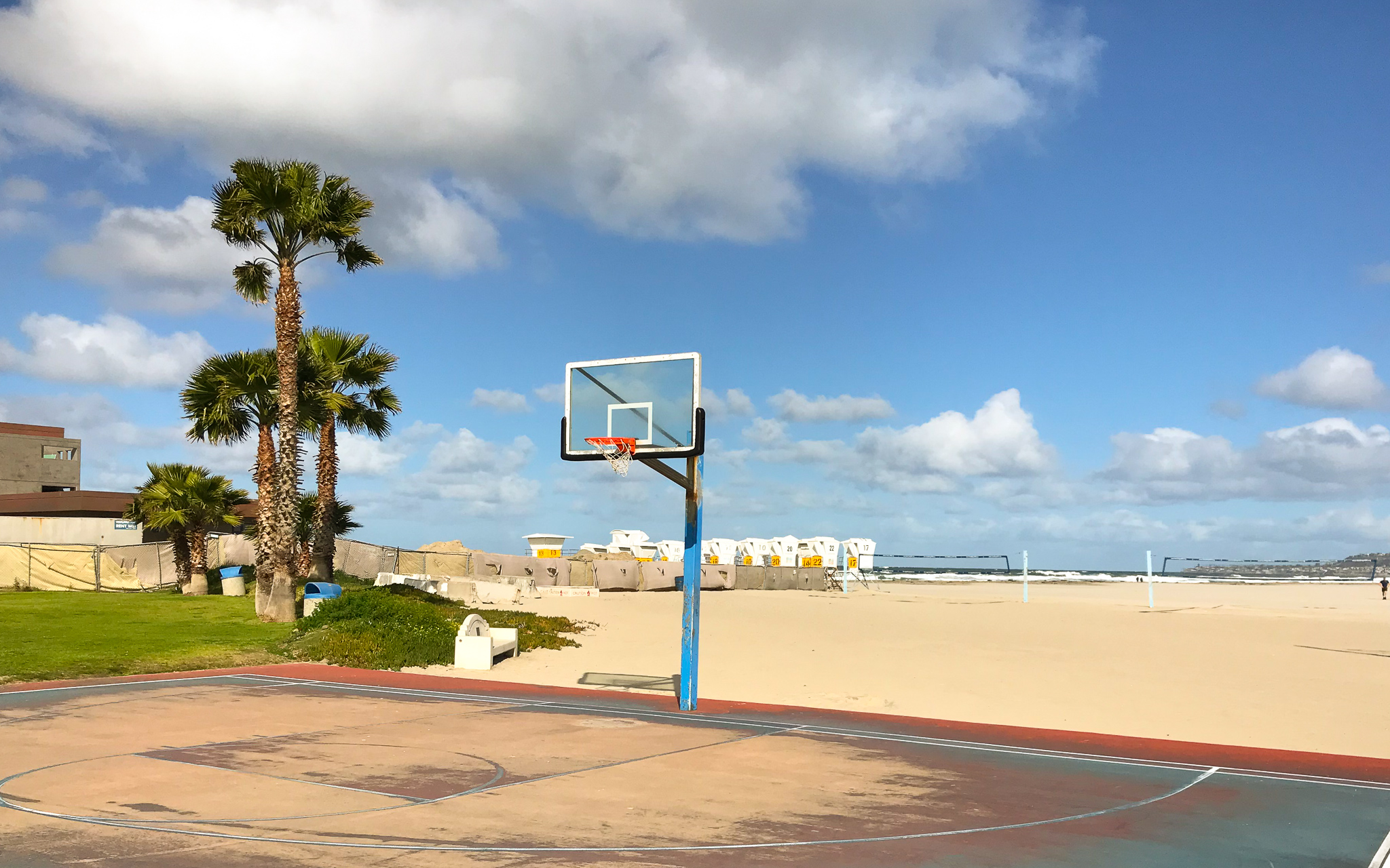San Diego outdoor basketball courts near the beach