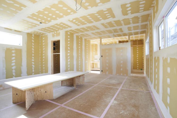 2階のリビング&寝室。奥の洗面なども仕切らずに光が溢れる空間に。